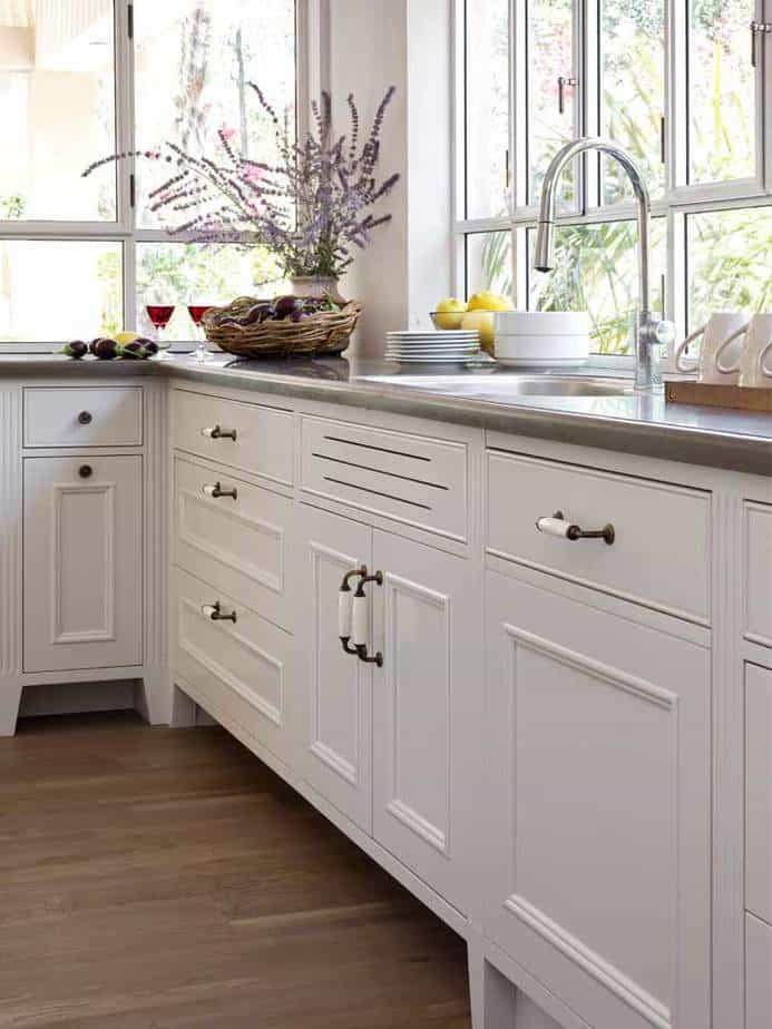 מטבח מארונות עץ מלא לבן