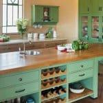 מטבח כפרי קלאסי בצבע ירוק
