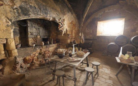 על אדונים ומשרתים – גלגולו של מטבח