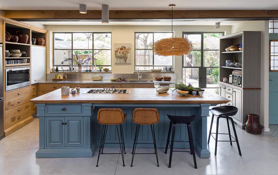 מטבח עם אי כחול